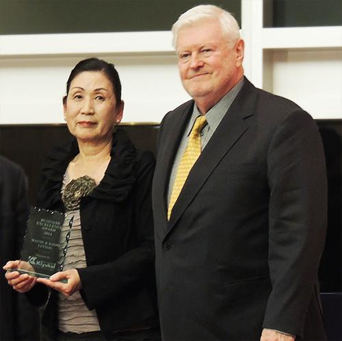 日系アワード大賞を受賞したウェイン・リトンさんとかおり・リトンさん
