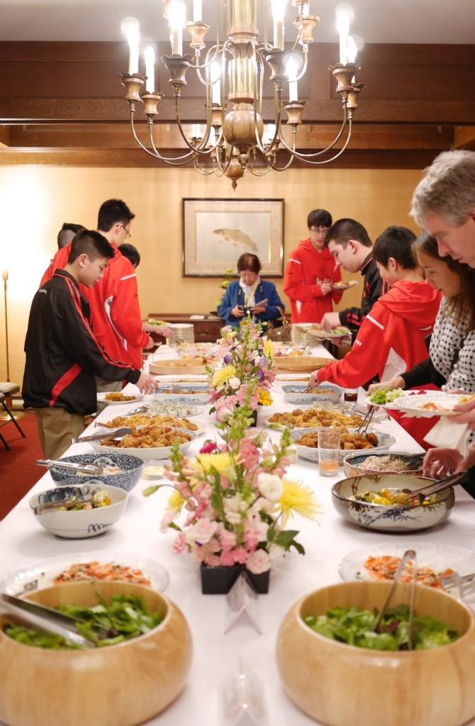 公邸特製のスタミナ満点の食事