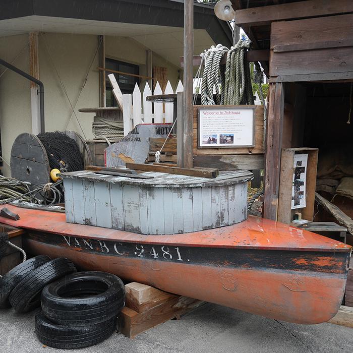 鑁阿寺の中にも漁村の映画セットの一部が展示されています