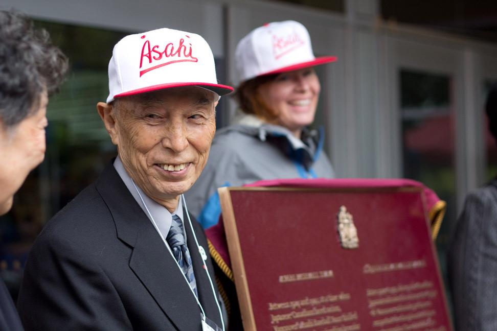 バンクーバー朝日軍についての記念碑設置のお披露目式典に参加時のケイ・上西さん(2011年9月18日 ジョン・遠藤・グリーナウェイ撮影)