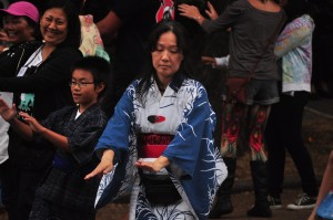 Bon Odori Seattle 2014, photo by Joe Mabel (https://www.flickr.com/photos/jmabel/14536457068/)